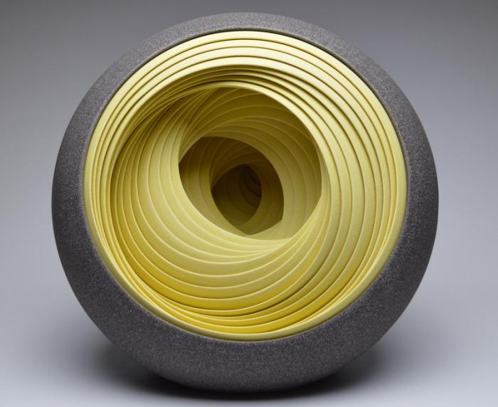 Скульптуры в виде многослойных шаров