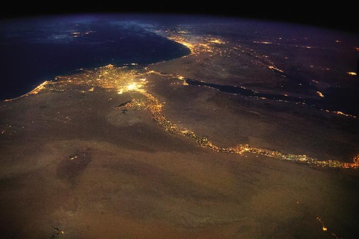 Река Нил, впадающая в Средиземное море.