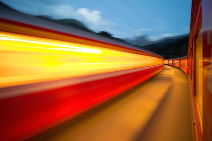 Фотографии, сделанные из окна движущегося поезда.