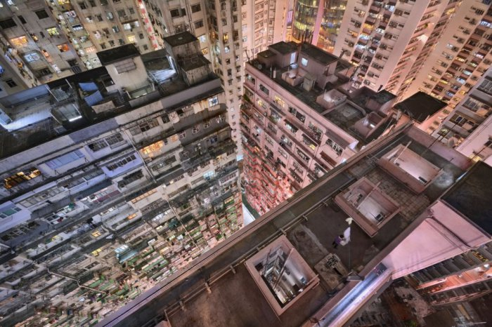 Городские пейзажи Гонконга на фотографиях Romain Jacquet-Lagreze.