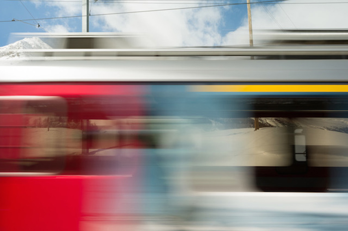 Необычные снимки, сделанные из окна движущегося поезда.