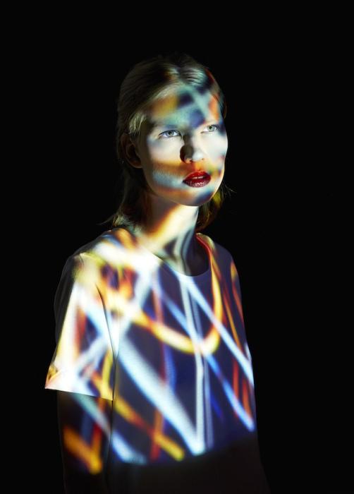 Коллекция портретов со световой проекцией от Mads Perchand.