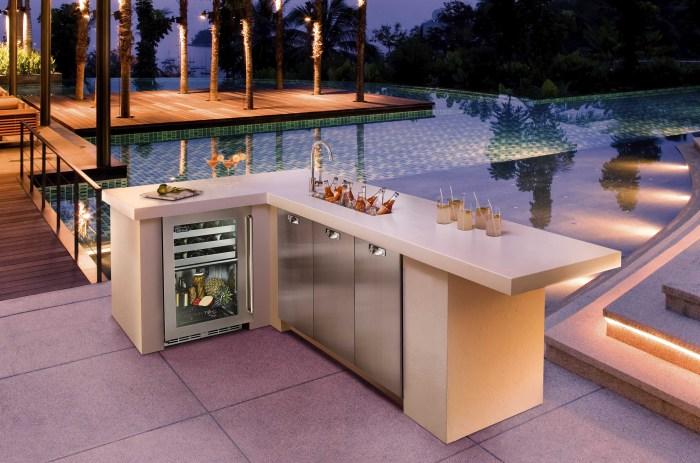 Барная стойка со встроенным мини-холодильником.