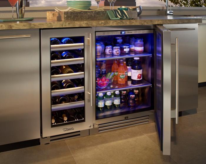 Холодильник под мраморным прилавком.