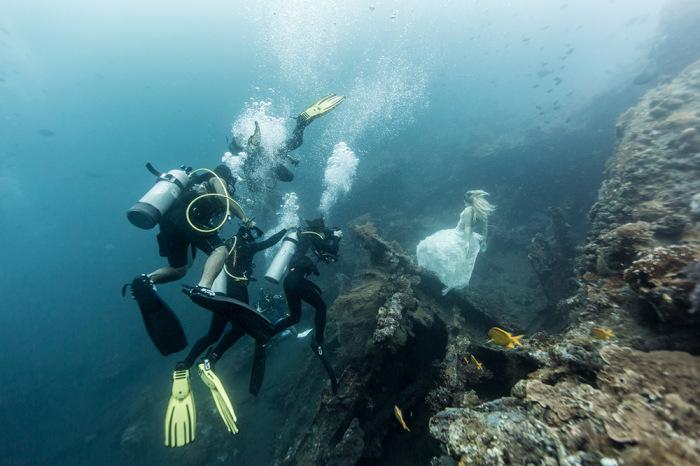 Подводная съемка у берегов Бали.