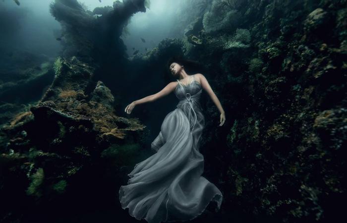 Прекрасные изображения нежных девушек под водой.