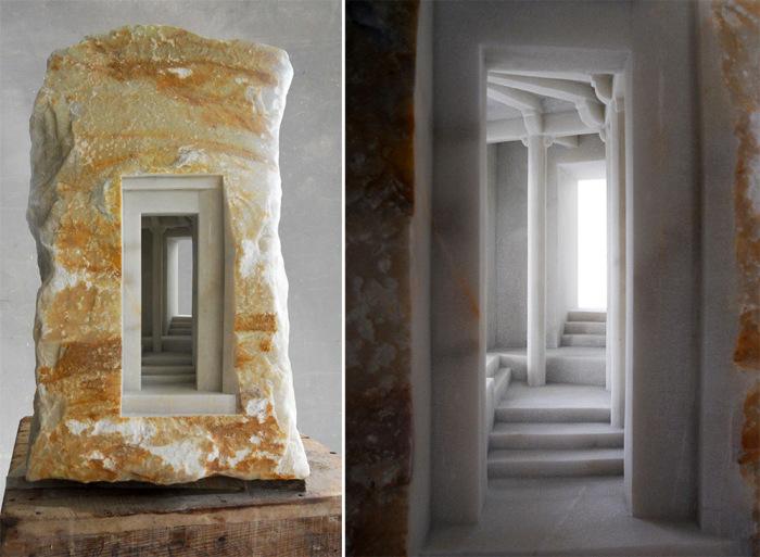 Уменьшенные копии элементов древней архитектуры, вырезанные в мраморе.