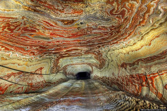 Природные узоры в соляных шахтах в Екатеринбурге.