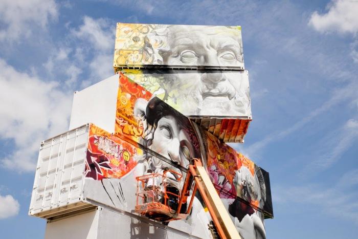 Потрясающая красочная инсталляция из транспортных контейнеров от  Pichi & Avo и Arne Quinze.