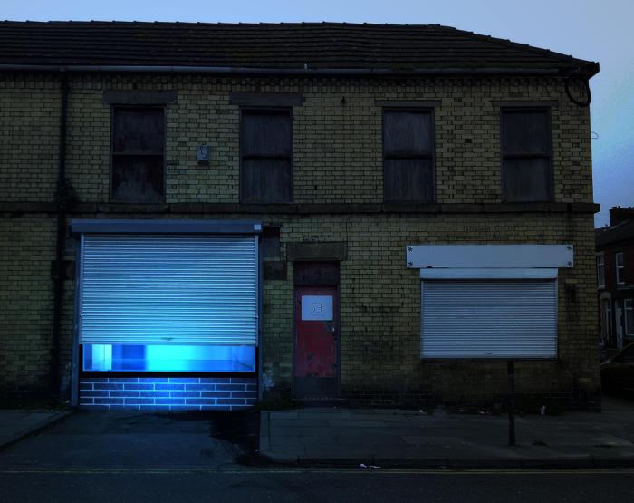 Арт-инсталляция в заброшенном здании в Ливерпуле, Англия.