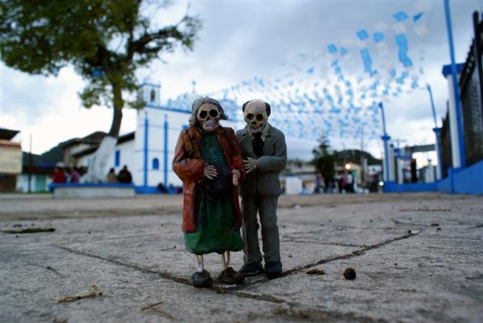 Миниатюрные скелеты на улицах Мексики от Исаака Кордала (Isaac Cordal).