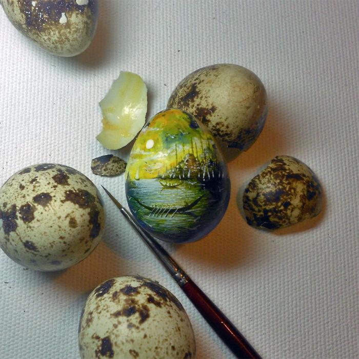 Перепелиное яйцо в качестве холста.