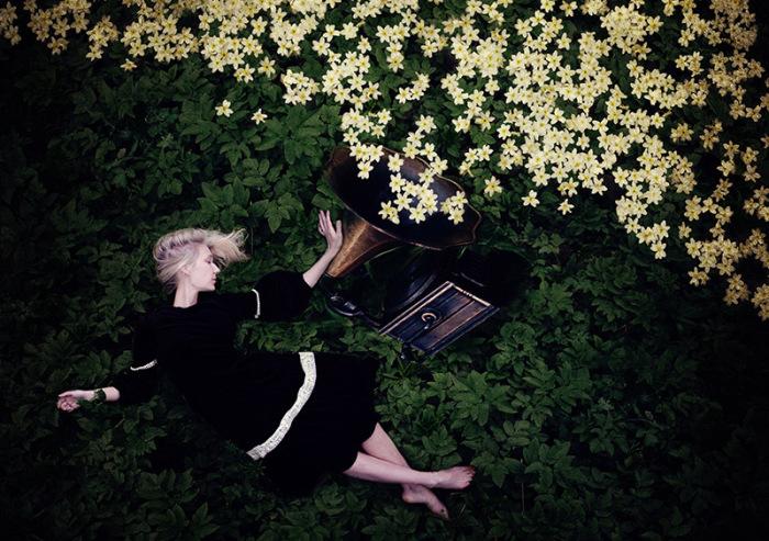 Завораживающие автопортреты от Kylli Sparre.