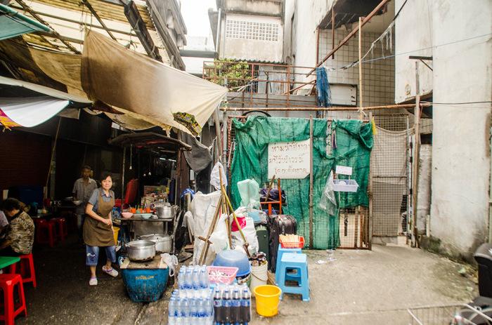 Огромный импровизированный аквариум в Бангкоке.