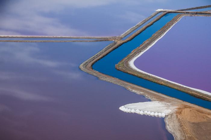Потрясающие снимки соляных прудов, расположенных на юге Сан-Франциско.