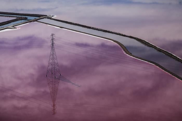Потрясающее природное явление - пурпурные соляные пруды.