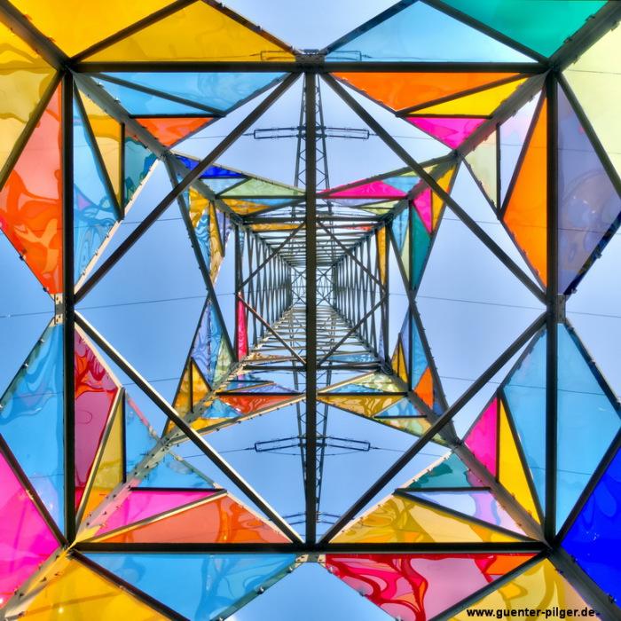 Преобразование электрической башни с помощью разноцветного акрилового стекла.