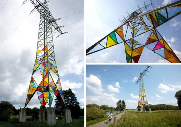 Электрическая башня в роли красочной инсталляции.