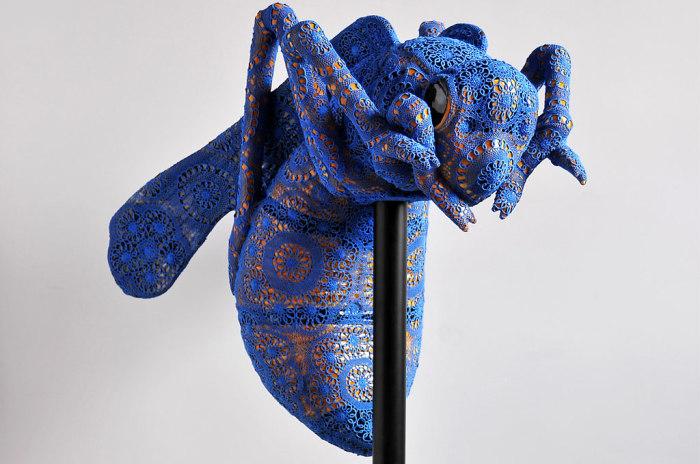 Необычные скульптуры животных и насекомых, окутанные изящными кружевами.