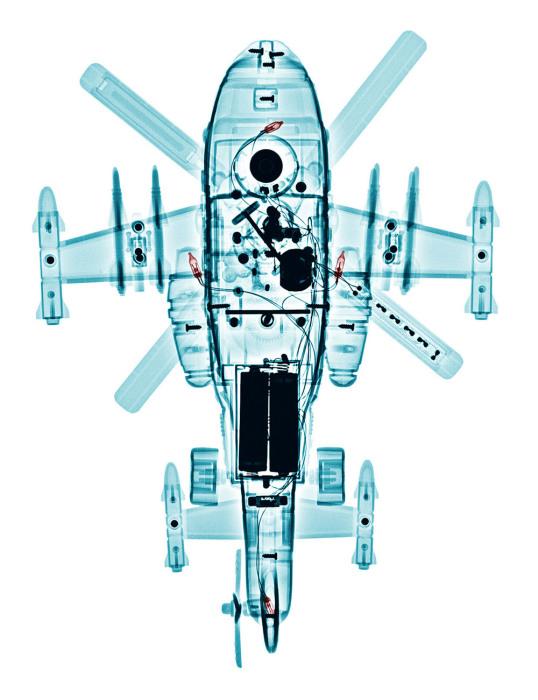 Детский игрушечный вертолет на фотографии Брендана Фитцпатрика (Brendan Fitzpatrick).