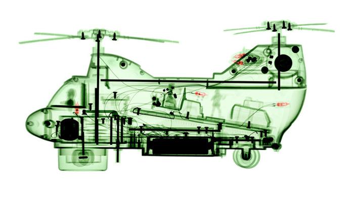 Игрушечный вертолет в свете рентгеновских лучей от Брендана Фитцпатрика (Brendan Fitzpatrick).