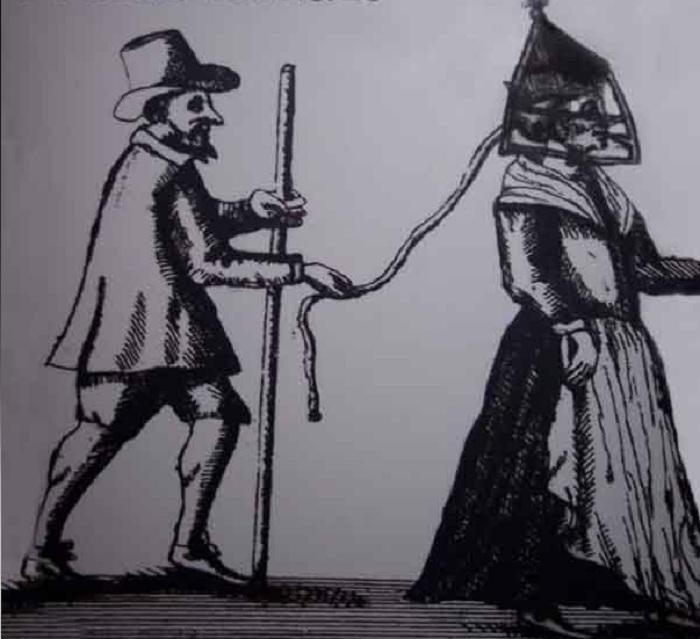 В наказание бранных женщин водили в масках по городу.