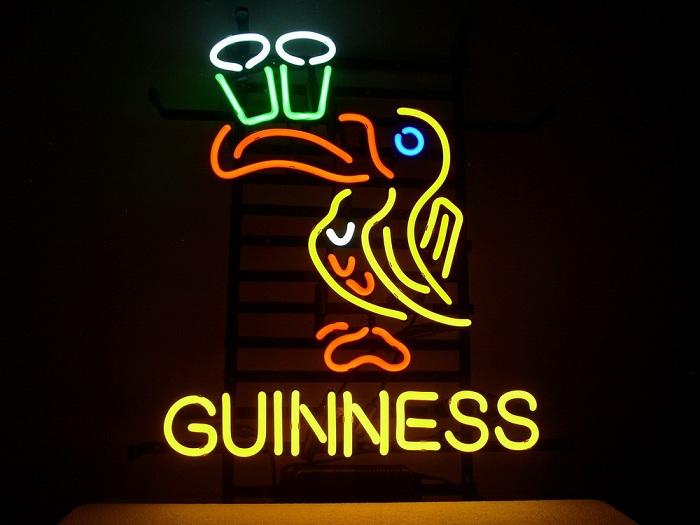 Один из логотипов торговой марки Guinness. | Фото: i00.i.aliimg.com.