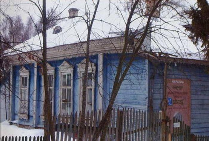 Школа, построенная А. П. Чеховым в с. Мелихово. | Фото: 5literatura.net.