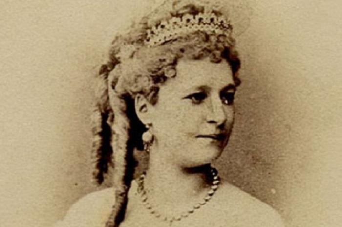 Вера Лядова - известная русская певица и танцовщица середины 19 века.