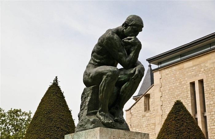 «Мыслитель» - статуя, установленная в музее Родена в Париже.