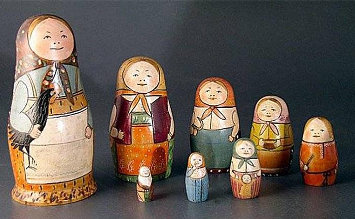 Первые матрешки, сделанные Василием Звездочкиным и Сергеем Малютиным.