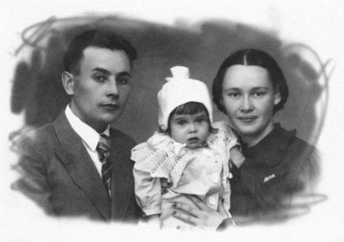 Зинаида Апарина со своей семьей в молодости. | Фото: img-fotki.yandex.ru.