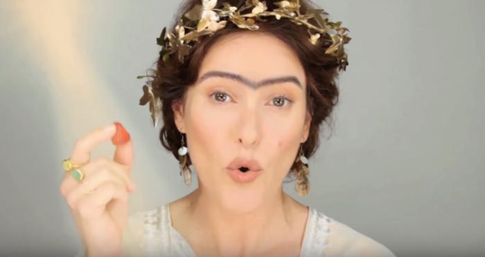 Сросшиеся брови - характерный признак красоты у гречанок в прошлом.