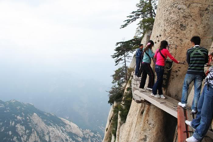«Тропа смерти» - один из самых опасных горных маршрутов в мире.