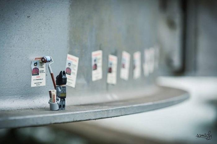 Забавная миниатюра с фигуркой Lego.