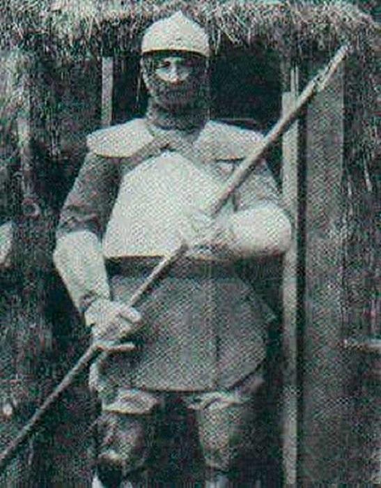Итальянский солдат в броне. | Фото: rgo-sib.ru.