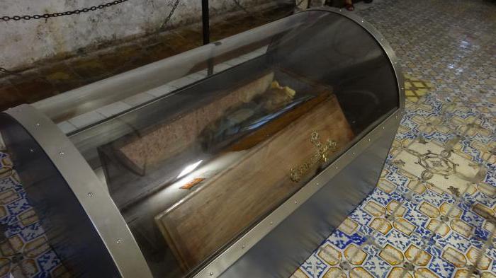 Гроб с Розалией Ломбардо помещен в воздухонепроницаемый контейнер. | Фото: dayswoman.ru.