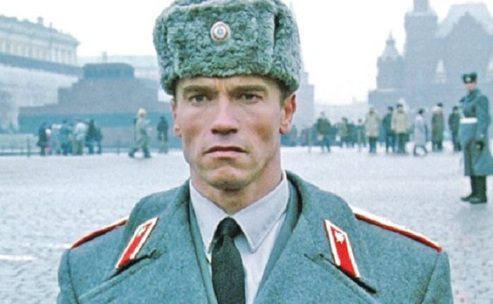 Арнольд Шварцнеггер в образе русского в к/ф «Красная жара.»