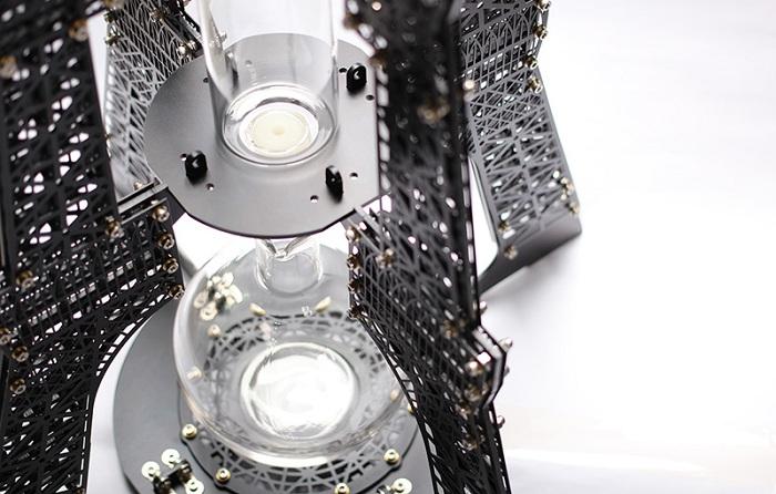 Кофеварка для заваривания кофе холодным капельным методом.