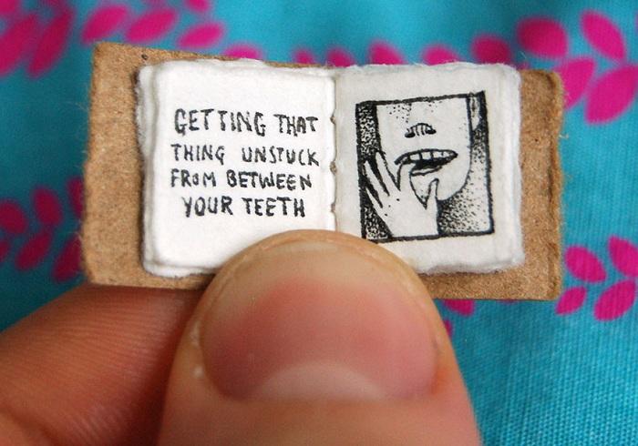 Ковыряние чего-то, застрявшего в зубах.