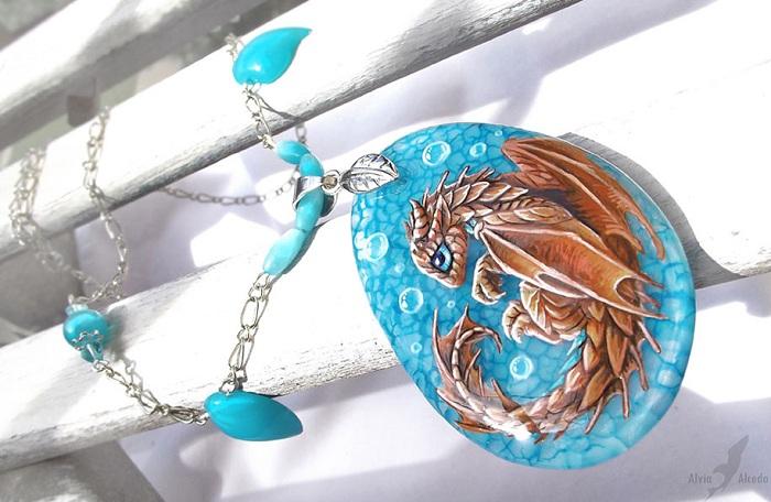 Дракон, нарисованный на агате.