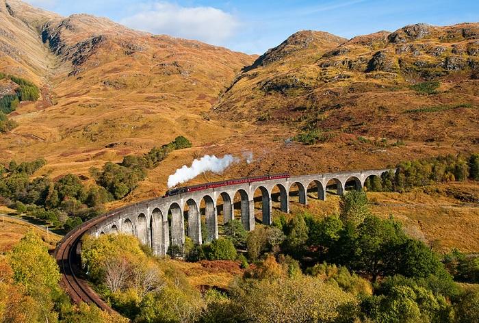 Glenfinnan Viaduct. Потрясающая осенняя панорама.
