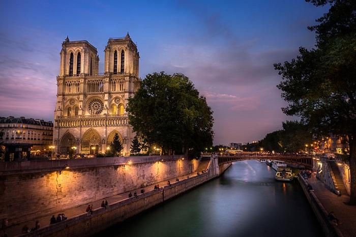 Notre Dame Cathedral - собор во Франции.