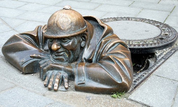Одна из самых фотографируемых скульптур Братиславы (Словакия).