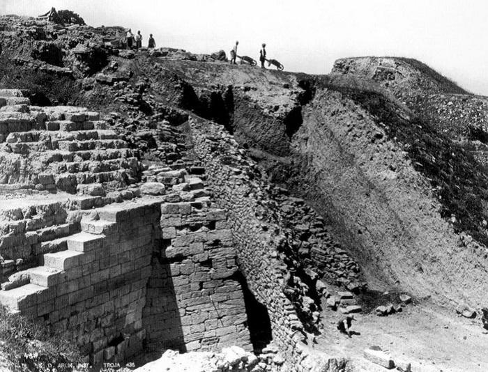 Историческое фото с места раскопок Трои. | Фото: img0.liveinternet.ru.