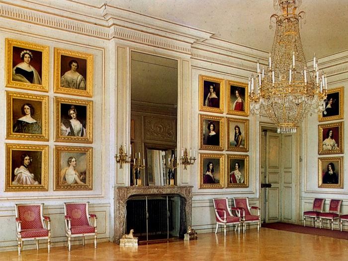 Галерея красавиц в замке Нимфенбург. | Фото: sc.bitscn.com.