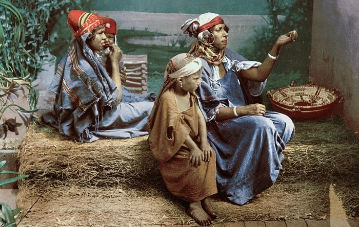 Семейство бедуинов-попрошаек.
