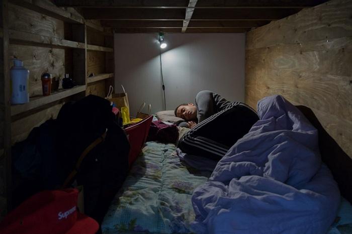 Серия фоторабот о стесненных жилищных условиях под названием «Living Close».