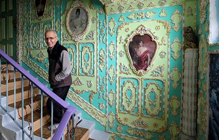 Киевлянин преобразил подъезд во дворец.   Фото: fototelegraf.ru.