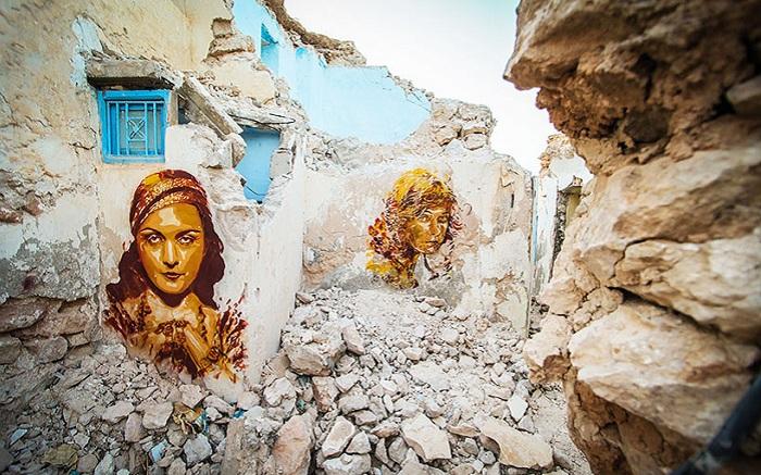 Роспись полуразрушенной стены.